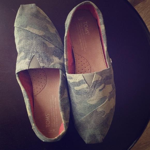 aca9352d1cc6 Toms Shoes | Womens Size 9 Classic Camouflage | Poshmark